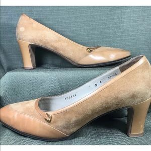 Salvatore Ferragamo brown pumps heels size 9A